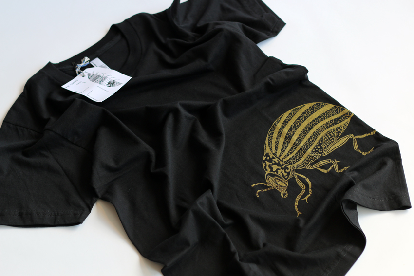 Men - Black with golden Beetle - S (TS079)