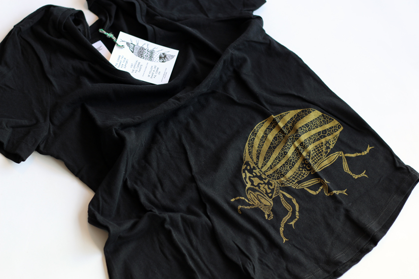 Women - Black with golden Beetle - XS (TS039)