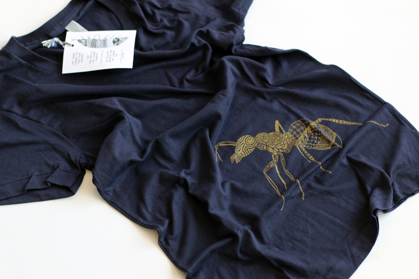 Women - Navy with golden Ant - M (TS052)