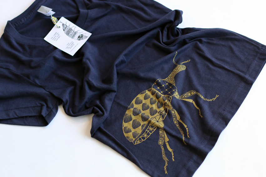 Women - Navy with golden Beetle - M (TS055)