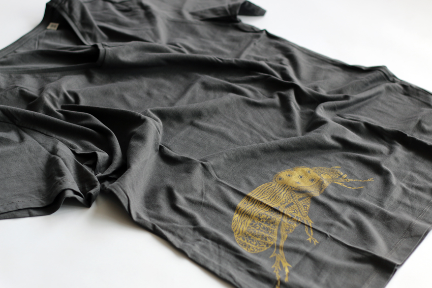 Men - Anthracite (V-neck) with golden Scarab beetle - M (TS035)