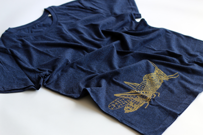 Men - Black heather blue with golden Grasshopper - S (TS028)