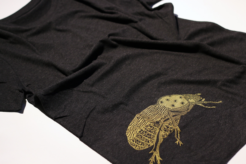 Men - Dark heather grey with golden Scarab beetle - M (TS090)