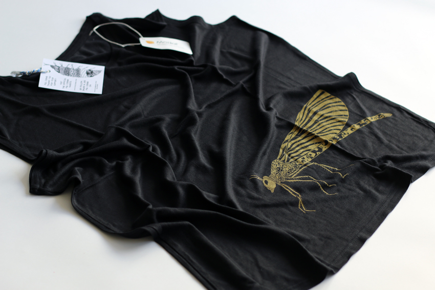 Women - Black (sleeveless) with golden Damselfly - L (TS063)